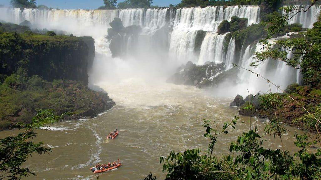 Iguazu: Bådtur under faldene.