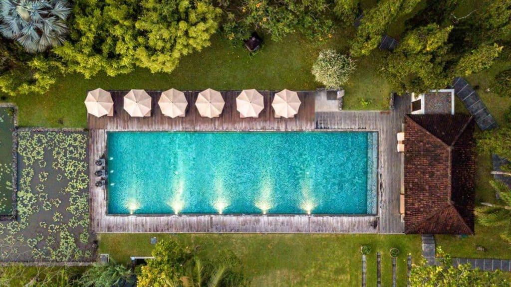 Poolside på Chedi Club Tanah Gajah i Ubud, Bali.
