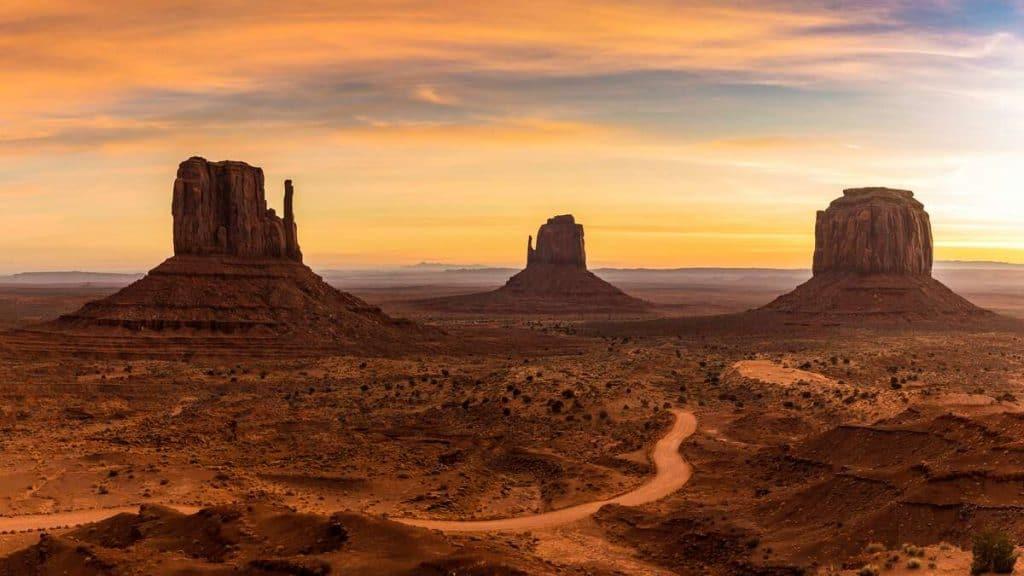 Solopgang i Monument Valley i Utah.